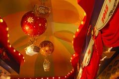 Cirkustak med ballongen för varm luft Arkivfoton