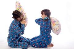Cirls和枕头 免版税图库摄影
