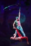 Cirque drömmer (djungelfantasin), den heatrical akrobatiska cirkusperfoen Arkivbild