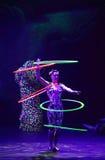 Cirque drömmer (djungelfantasin), den heatrical akrobatiska cirkusperfoen Arkivfoton