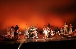 Cirque du Soleil utför fotografering för bildbyråer