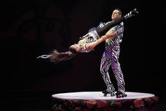 Cirque Marzy, heatrical akrobatyczny cyrkowy perfo (dżungli fantazja) Zdjęcie Royalty Free