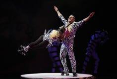 Cirque sonha (fantasia da selva), perfo acrobático heatrical do circo Imagem de Stock Royalty Free