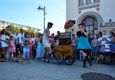 Cirquet-Konfettis von Spanien an internationalem Straßenfest ` Art District-` Lizenzfreie Stockfotografie