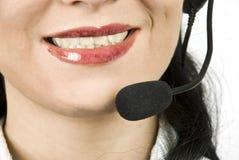 Ciérrese encima de agente del servicio de ayuda con el receptor de cabeza Imagen de archivo