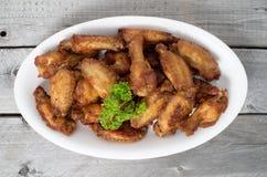 Ciérrese encima de Fried Chicken Wings profundo Fotografía de archivo
