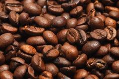 Ciérrese encima de los granos de café Foto de archivo