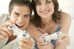 Ciérrese encima de los juegos video en el sofá Foto de archivo libre de regalías