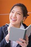 Pensamiento de la mujer de negocios Fotografía de archivo libre de regalías
