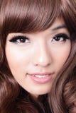 Ciérrese para arriba de estilo de pelo hermoso de la mujer Imagen de archivo libre de regalías