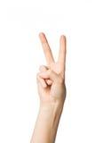 Ciérrese para arriba de la mano que muestra la muestra de la paz o de la victoria Foto de archivo libre de regalías