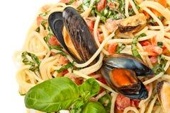 Ciérrese para arriba de los espaguetis de los mariscos Foto de archivo libre de regalías