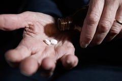 Ciérrese para arriba de mujer mayor con la medicación Fotos de archivo libres de regalías
