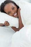 Ciérrese para arriba de una mujer encantada que despierta Foto de archivo