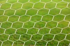 Ciérrese para arriba en la red blanca del fútbol Imagenes de archivo