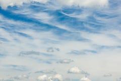 Cirrocumulus avec la Bavière 14 43 est P.M. de cumulus photo stock