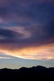 Cirrostratus zmierzch, Tivat, Montenegro Zdjęcie Stock