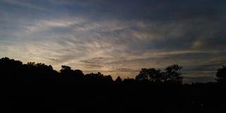 Cirrus σύννεφα πέρα από το θόλο στοκ εικόνα