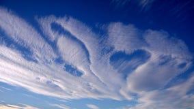 Cirrus σύννεφα στον ουρανό υπό μορφή καρδιάς Στοκ φωτογραφία με δικαίωμα ελεύθερης χρήσης