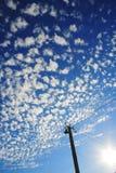 Cirrus σύννεφα στο υπόβαθρο μπλε ουρανού Στοκ εικόνα με δικαίωμα ελεύθερης χρήσης