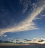 Cirrus bij zonsondergang royalty-vrije stock foto