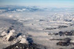 Cirrus haut dans le ciel bleu images libres de droits