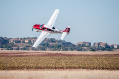 Cirrus SR22 decolla nei presidenti Trophy Air Race fotografia stock