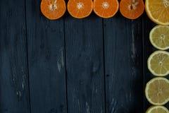 Cirtus no fundo de madeira fotografia de stock royalty free