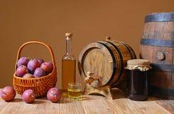 Ciruelos frescos con brandy y atasco del ciruelo Imagen de archivo libre de regalías