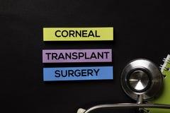 Cirugía de trasplante córneo en la tabla del negro de la visión superior con atención sanitaria/concepto médico fotos de archivo