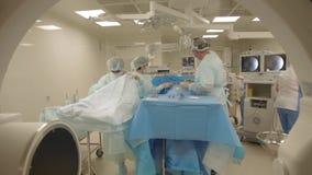 Cirugía y ayudantes metrajes