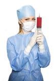 Cirujano con la jeringuilla fotografía de archivo