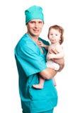 Cirujano con un bebé Imagen de archivo libre de regalías