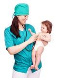 Cirujano con un bebé Fotografía de archivo libre de regalías