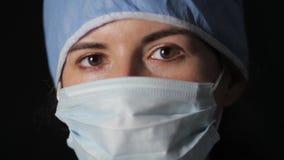 Cirujano de sexo femenino serio 1080p almacen de metraje de vídeo