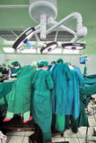 Cirujano en campo operativo Fotos de archivo libres de regalías