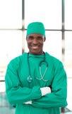 Cirujano mayor feliz fotografía de archivo libre de regalías