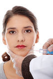 Cirujanos plásticos que dan la inyección del botox Foto de archivo