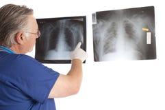 Cirurgião e raios X imagem de stock