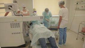 Cirurgia do olho - stadyshot na sala de operação filme