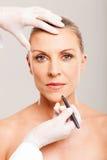 Marcação do cirurgião cosmético Fotografia de Stock