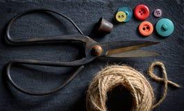 Ciseaux et boutons de vintage Photo libre de droits