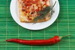 Ściska z baleronu czerwonym pieprzem i pomidoru jajkiem obrazy royalty free