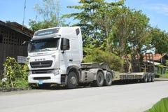 Ciskacz ciężarówka parkująca przy Digos miastem, Davao Del Sura, Filipiny zdjęcia stock