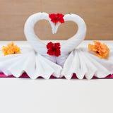 Cisnes brancas feitas das toalhas Fotos de Stock