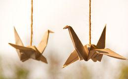 Cisnes de la papiroflexia (papel) Fotos de archivo