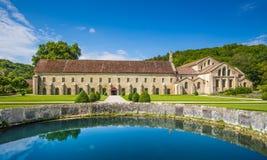 Cistercian abbotskloster av Fontenay, Bourgogne, Frankrike Royaltyfria Foton