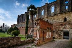 Cistercian abbotskloster av San Galgano nära Chiusdino, Tuscany, Italien Royaltyfri Fotografi