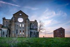 Cistercian abbotskloster av San Galgano nära Chiusdino, Tuscany, Italien Arkivbilder