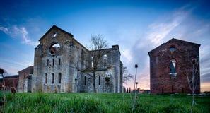 Cistercian abbotskloster av San Galgano nära Chiusdino, Tuscany, Italien Royaltyfria Bilder